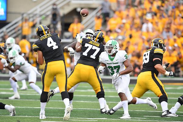Iowa City, Iowa: University of North Texas Mean Green Football v Iowa Hawkeyes on September 15, 2017 at Kinnick Stadium in Cedar Rapids, Iowa. (Photo Rick Yeatts/Manny Flores)