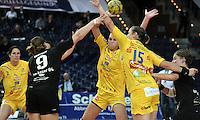 """1. Bundesliga Handball Damen - Frauen Handball BL DHB - Arena Leipzig - HC Leipzig : TSV Bayer 04 Leverkusen """"Handballelfen"""" - im Bild: v.l. Rannveig Haugen (HCL), Anna Loerper (Bayer), Luisa Schulze, Ania Roesler (beide HCL) und Leonie Huckenbeck . Foto: Norman Rembarz..Norman Rembarz , Autorennummer 41043728 , Augustenstrt. 2, 04317 Leipzig, Tel.: 01794887569, Hypovereinsbank: BLZ: 86020086, KN: 357889472, St.Nr.: 231/261/06432 - Jegliche kommerzielle Nutzung ist honorar- und mehrwertsteuerpflichtig! Persönlichkeitsrechte sind zu wahren. Es wird keine Haftung übernommen bei Verletzung von Rechten Dritter. Autoren-Nennung gem. §13 UrhGes. wird verlangt. Weitergabe an Dritte nur nach  vorheriger Absprache.."""