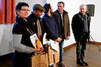 Remise des prix, en présence du Maire de la ville, Jean-Jacques de Peretti, par Alain Pouquet, president du Syndicat professionnel de la noix et du cerneau de Noix du Périgord