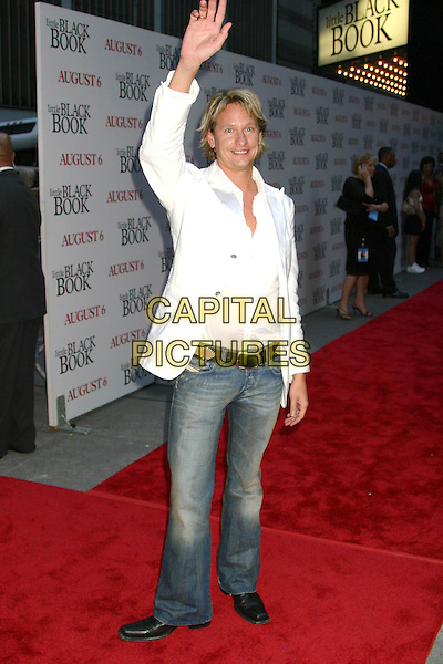 "CARSON KRESSLEY .""Little Black Book"" Premiere,. Ziegfeld Theatre, New York City, .July 21th 2004..full length waving gesture white jacket shirt denim jeans.Ref: IW.www.capitalpictures.com.sales@capitalpictures.com.©Capital Pictures."