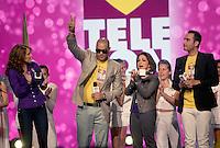MIAMI, FL - DECEMBER 14: Lucero, El Cata, Gloria Estefan and Jesus Navarro of Reik at Teleton USA at Univision Studios in Miami, Florida. December 14, 2012. Credit: Majo Grossi/MediaPunch Inc. /NortePhoto