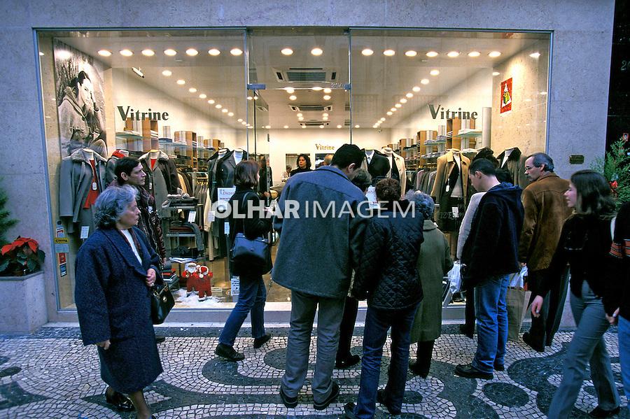 Vitrine de loja em Lisboa. Portugal. 1999. Foto de Juca Martins.