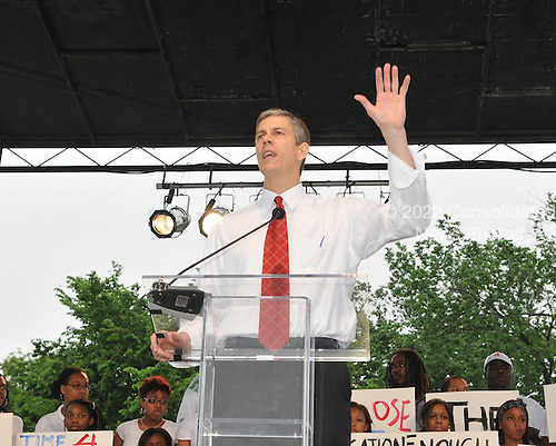 "Washington, DC - May 16, 2009 -- U.S. Secretary of Education Arne Duncan speaks at the ""Close the Gap: Education Equality Day"" on the White House Ellipse in Washington, D.C. on Saturday, May 16, 2009..Credit: Ron Sachs / CNP.(RESTRICTION: NO New York or New Jersey Newspapers or newspapers within a 75 mile radius of New York City)"