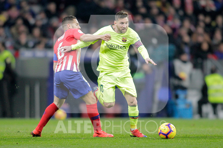 Club Atletico de Madrid's Koke Resurreccion (L) and Futbol Club Barcelona's Leo Messi  during La Liga match. November 24,2018. (ALTERPHOTOS/Alconada)