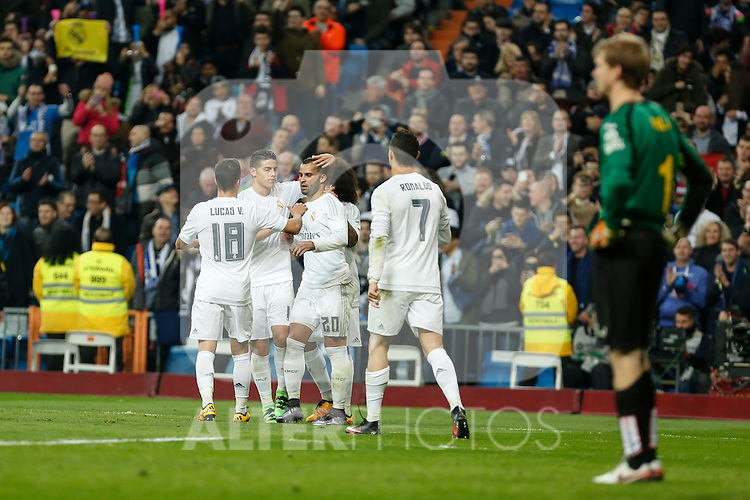 Real Madrid´s players celebrate a goal during 2015/16 La Liga match between Real Madrid and Espanyol at Santiago Bernabeu stadium in Madrid, Spain. January 31, 2016. (ALTERPHOTOS/Victor Blanco)