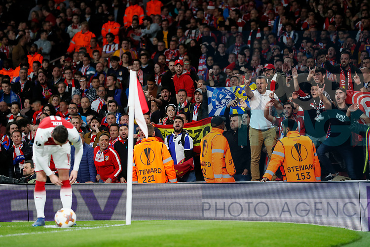 Atletico's fans give abuse to Arsenal's Mesut Ozil during the Europa League Semi Final 1st Leg, match at the Emirates Stadium, London. Picture date: 26th April 2018. Picture credit should read: David Klein/Sportimage