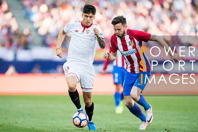 Carlos Joaquin Correa (l) of Sevilla FC battles for the ball with Saul Niguez Esclapez of Atletico de Madrid during their La Liga match between Atletico de Madrid and Sevilla FC at the Estadio Vicente Calderon on 19 March 2017 in Madrid, Spain. Photo by Diego Gonzalez Souto / Power Sport Images
