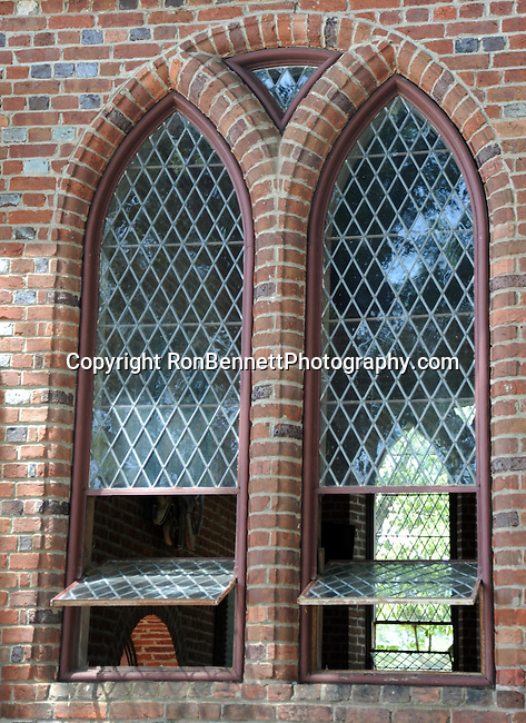 Window of Memorial church Jamestowne Virginia, Jamestown was a settlement located on Jamestown Island in Virgnia Colony founded as James Fort on May 14 1607 and was the first English settlement in the United States, Jamestowne was founded by London Company and was the capital of the colony for 83 years 1616 to 1699, Jamestown is one of three locations comprising the Historic Triangle of Colonial Virgnia, along with Williamsburg and Yorktown, church window,