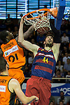 Montakit Fuenlabrada's Moussa Diagne and FC Barcelona Lassa's Ante Tomic during the match of Endesa ACB League between Fuenlabrada Montakit and FC Barcelona Lassa at Fernando Martin Stadium in fuelnabrada,  Madrid, Spain. October 30, 2016. (ALTERPHOTOS/Rodrigo Jimenez)
