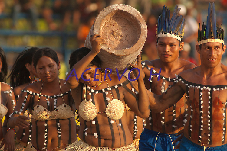 Índias Xerentes na corrida de tora.<br /> <br /> Os Jogos dos Povos Indígenas (JPI) chegam a sua décima edição. Neste ano 2009, que acontecem entre os dias 31 de outubro e 07 de novembro. A data escolhida obedece ao calendário lunar indígena. com participação  cerca de 1300 indígenas, de aproximadamente 35 etnias, vindas de todas as regiões brasileiras. <br /> Paragominas , Pará, Brasil.<br /> Foto Paulo Santos<br /> 04/11/2009