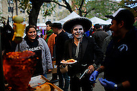 A reseller buys tacos while people take part in the Mexican anniversary of Day of the Dead in the Manhattan neighborhood, New York. 25.06.2015. Eduardo MunozAlvarez/VIEWpress.