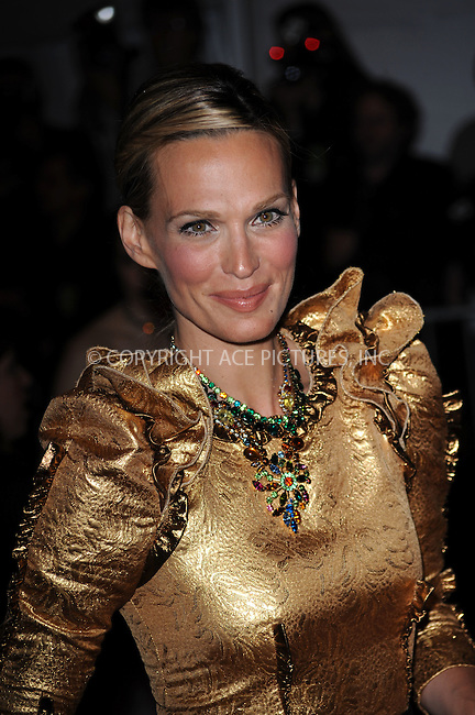 WWW.ACEPIXS.COM . . . . . ....May 4 2009, New York City....Actress Molly Sims arriving at 'The Model as Muse: Embodying Fashion' Costume Institute Gala at The Metropolitan Museum of Art on May 4, 2009 in New York City.....Please byline: KRISTIN CALLAHAN - ACEPIXS.COM.. . . . . . ..Ace Pictures, Inc:  ..tel: (212) 243 8787 or (646) 769 0430..e-mail: info@acepixs.com..web: http://www.acepixs.com