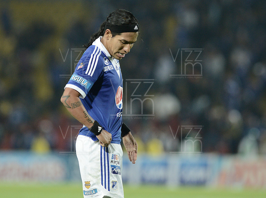 BOGOTÁ -COLOMBIA, 20-11-2013. Dayro Moreno de Millonarios se lamenta no anotar un gol durante el encuentro entre Millonarios y Deportivo Cali por la fecha 2 de los cuadrangulares finales de la Liga Postobón  II 2013 jugado en el estadio Nemesio Camacho el Campín de la ciudad de Bogotá./ Dayro Moreno of Millonarios laments lost a goal during the match between Millonarios and Deportivo Cali for the 2nd date of the final quadrangulars of the Postobon  League II 2013 played at Nemesio Camacho El Campin stadium in Bogotá city. Photo: VizzorImage/Gabriel Aponte/STR