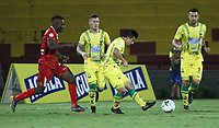 BUCARAMANGA-COLOMBIA ,13 -09-2019.Acción de juego entre el Atlético Bucaramanga y  Rionegro durante partido por la fecha 11 de la Liga Águila II 2019 jugado en el estadio Alfonso López de la ciudad de Bucaramanga./ Action Game between teams Atletico Bucaramanga and Rionegro during the match for the date 11 of the Aguila League II 2019 played at Alfonso Lopez  stadium in Bucaramanga city. Photo: VizzorImage/ Oscar Martínez / Contribuidor