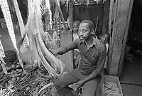 - Mozambique 1993, Xipamanine market<br /> <br /> - Mozambico 1993, mercato di Xipamanine