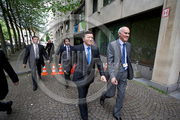 BRUSSELS - BELGIUM - 18 MAY 2009 -- Jose (José) Manuel BARROSO, President of the European Commission, and his head of cabinet Joao VALE DE ALMEIDA walking on the streets of the EC quarters. Photo: Erik Luntang/EUP-IMAGES