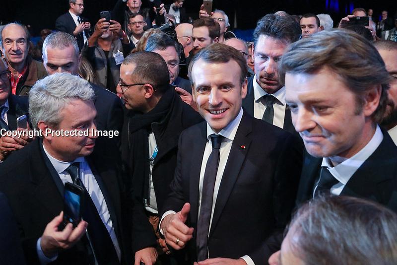 EMMANUEL MACRON (PRESIDENT DE LA REPUBLIQUE), FRANCOIS BAROIN (PRESIDENT DE L'ASSOCIATION DES MAIRES DE FRANCE) - LA SEANCE DE CLOTURE DU 100EME CONGRES DES MAIRES DE FRANCE A PARIS, FRANCE, LE 23/11/2017.