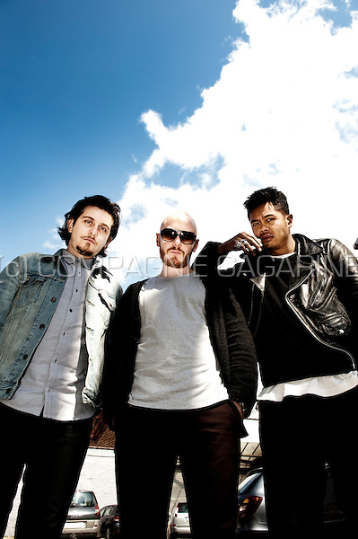 Australian indie rock band The Temper Trap (Belgium, 19/04/2012)