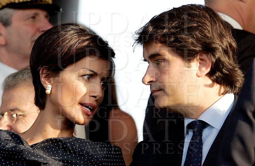 il Ministro delle Pari Opportunita' Mara Carfagna, sinistra, parla col Ministro il Ministro per i Rapporti con le Regioni Raffaele Fitto alla cerimonia per il cambio al vertice dell'Arma dei Carabinieri, a Roma, 23 luglio 2009..Italian Equal Opportunities Minister Mara Carfagna, left, talks to Relation with Regions Minister Raffaele Fitto, during a ceremony to celebrate the installation of the new General Commander of the Carabinieri paramilitary police service in Rome, 23 july 2009. .UPDATE IMAGES PRESS/Riccardo De Luca