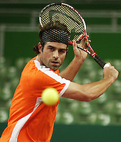 8-2-06, Netherlands, tennis, Amsterdam, Daviscup,.Netherlands- Russia, Raemon Sluiter concentrated during practice