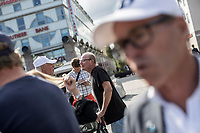 August 29, 2018: A pedestrian elder yells to a volunteer affiliated to the Swedish Democrats (Sverigedemokraterna), a right wing party running for the coming national elections, as he speaks out to voters during a proselytism campaign at the Medborgarplatsen square in Stockholm, Sweden. The Swedish Democrats party is known for its anti-immigration policy as well as for its links to the extreme right militancy in the country.