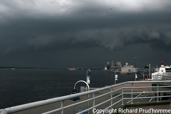 Heavy rain storm over the Saint-Laurence seaway making it's way to  the pier of Trois-Rivieres