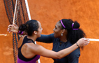 La statunitense Serena Williams, a destra, saluta la sua connazionale Madison Keys dopo averla sconfitta nella finale femminile degli Internazionali d'Italia di tennis a Roma, 15 maggio 2016.<br /> United States' Serena Williams, right, greets her compatriot Madison Keys after defeating her in the women's final match of the Italian Open tennis in Rome, 15 May 2016.<br /> UPDATE IMAGES PRESS/Riccardo De Luca