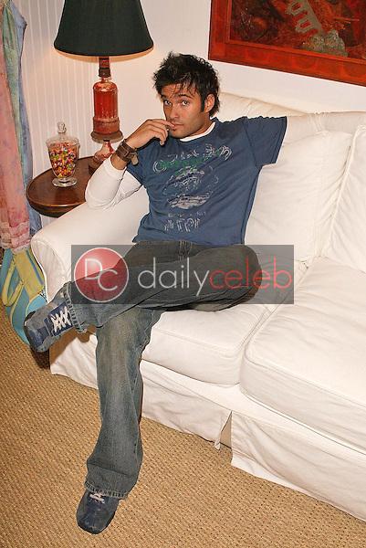 Diego Varas waits for Kerri Kasem to shop.  He's waiting, he's waiting ... he's SO waiting!