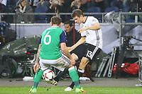 Thomas Mueller (Deutschland Germany) gegen Lee Hodson (Nordirland, Northern Ireland)- 11.10.2016: Deutschland vs. Nordirland, HDI Arena Hannover, WM-Qualifikation Spiel 3