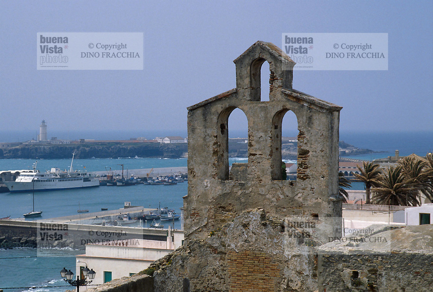 - Tarifa, small church over the harbour....- Tarifa, piccola chiesa sul porto......