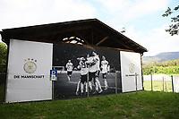 Mit DFB-Motiv beklebte Boule-Halle am Trainingsplatz des Sportzentrum Rungg in Eppan. Dort ist die Heimat des FC Südtirol und bildet das Trainingszentrum der Deutschen Nationalmannschaft während der WM-Vorbereitung. - 18.05.2018: Trainingslager der Deutschen Nationalmannschaft zur WM-Vorbereitung in Eppan/Südtirol