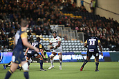 29th September 2017, Sixways Stadium, Worcester, England; Aviva Premiership Rugby, Worcester Warriors versus Saracens; Maro Itoje of Saracens finds himself with the ball