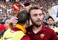Calcio, Serie A: Lazio vs Roma. Roma, stadio Olimpico, 25 maggio 2015.<br /> Roma's Francesco Totti, left, and Daniele De Rossi at the end of the Italian Serie A football match between Lazio and Roma at Rome's Olympic stadium, 25 May 2015. Roma won 2-1.<br /> UPDATE IMAGES PRESS/Riccardo De Luca