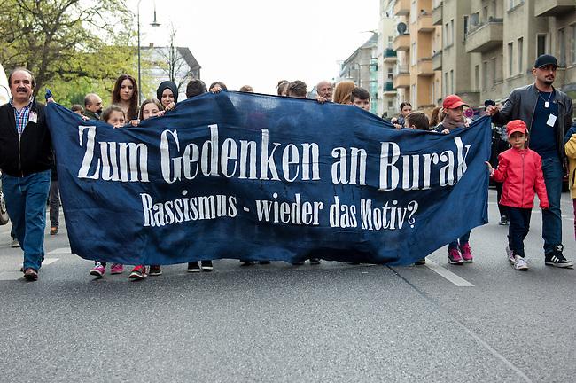 Gedenken an Burak Bektas.<br />Am zweiten Jahrestag der Ermordung von Burak Bektas demonstrierten ca. 300 Menschen in Berlin Neukoelln. Ein bislang unbekannter Taeter feuerte in Berlin-Neukoelln in den Abendstunden des 5. April 2012 fuenfmal wortlos in eine Grup&shy;pe Jugend&shy;licher, Burak Bektas starb noch am Tatort, zwei Freunde von Burak wurden lebensgefaehrlich verletzt. Die Familie von Burak Bektas und die Demonstraten forderten nach zwei Jahren angeblich erfolgloser Ermittlungen der Berliner Polizei Aufklaerung ueber die Ermittlungsarbeit.<br />5.4.2014, Berlin<br />Copyright: Christian-Ditsch.de<br />[Inhaltsveraendernde Manipulation des Fotos nur nach ausdruecklicher Genehmigung des Fotografen. Vereinbarungen ueber Abtretung von Persoenlichkeitsrechten/Model Release der abgebildeten Person/Personen liegen nicht vor. NO MODEL RELEASE! Don't publish without copyright Christian-Ditsch.de, Veroeffentlichung nur mit Fotografennennung, sowie gegen Honorar, MwSt. und Beleg. Konto: I N G - D i B a, IBAN DE58500105175400192269, BIC INGDDEFFXXX, Kontakt: post@christian-ditsch.de]