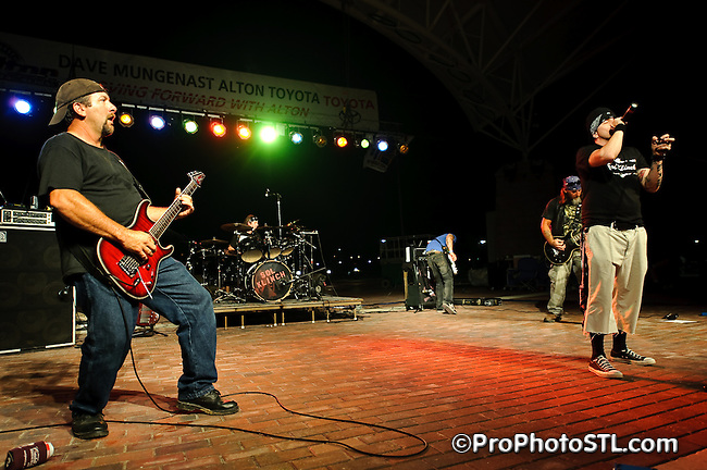 Sol Klinch in concert during Big Gig Music Show at Alton Riverfront Amphitheater in Alton, IL on Aug 1, 2009.