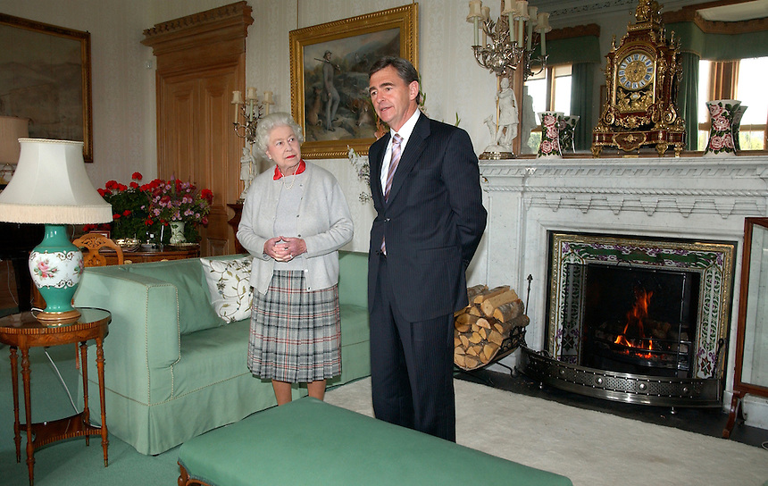 HER MAJESTY QUEEN ELIZABETH II ACCEPTS THE PREMIER OF VICTORIA JOHN BRUMBY AND HIS WIFE ROSEMARY MACKENZIE INTO BALMORAL NEAR ABERDEEN SCOTLAND..THE PREMIER IS THERE TO DISCUSS THE VICTORIAN BUSHFIRES. HE PRESENTED A TARTAN KNEE RUG, TIES FOR PRINCE PHILIP AND GRANDSONS AND A SCARF  FOR THE PRINCESS ROYAL  Anne, A SCARF  ALL IN VICTORIA TARTAN TO HER MAJESTY HOSTED A LUNCH.PIC JAYNE RUSSELL 05.10.09