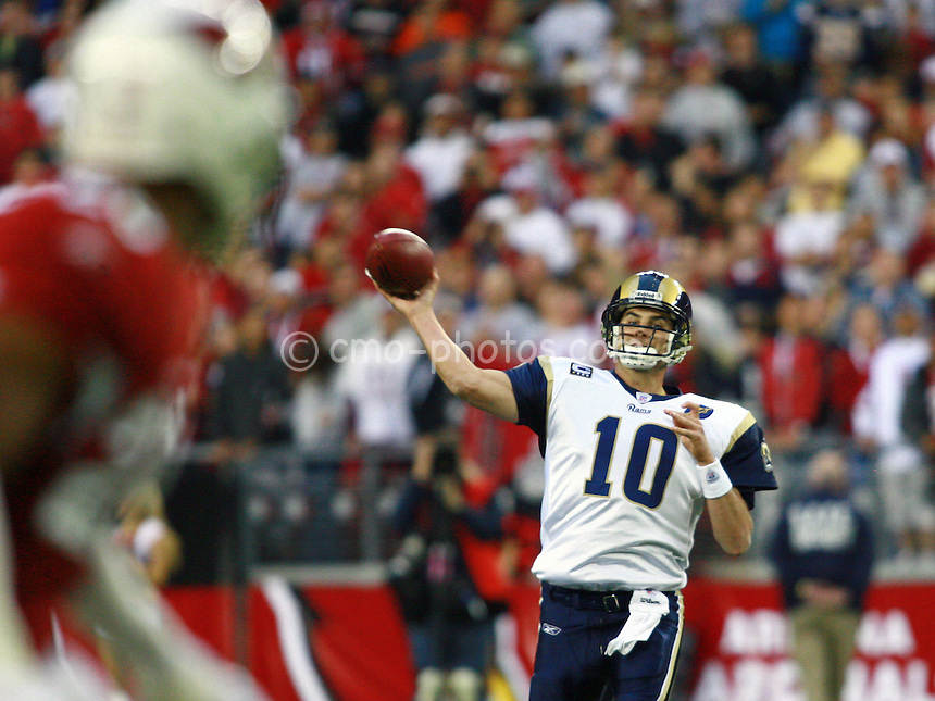 Dec 07, 2008; Glendale, AZ, USA; St. Louis Rams quarterback Marc Bulger (10) throws a pass in the fourth quarter of a game against the Arizona Cardinals at University of Phoenix Stadium.  The Cardinals won the game 34-10 to clinch the NFC West division title.  Mandatory Credit: Chris Morrison-US PRESSWIRE