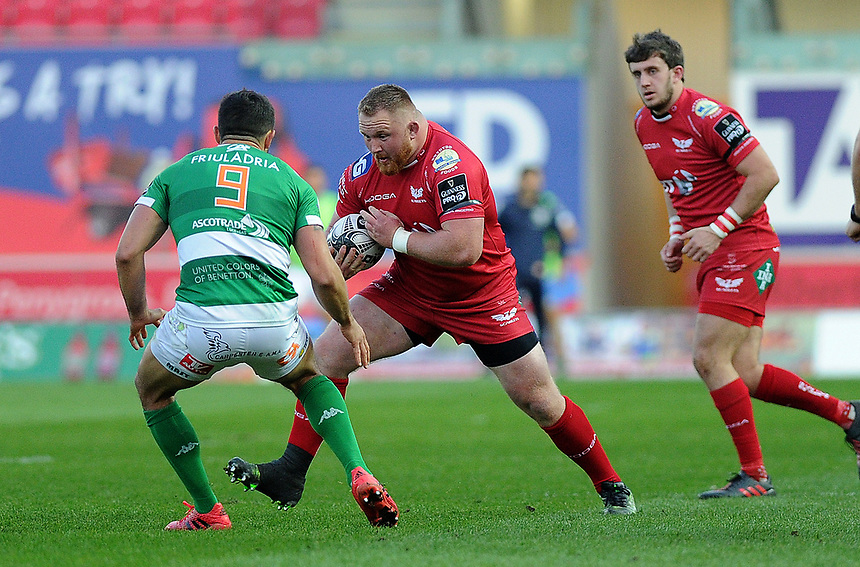 Scarlets' Samson Lee in action during todays match<br /> <br /> Photographer Ashley Crowden/CameraSport<br /> <br /> Guinness PRO12 Round 19 - Scarlets v Benetton Treviso - Saturday 8th April 2017 - Parc y Scarlets - Llanelli, Wales<br /> <br /> World Copyright &copy; 2017 CameraSport. All rights reserved. 43 Linden Ave. Countesthorpe. Leicester. England. LE8 5PG - Tel: +44 (0) 116 277 4147 - admin@camerasport.com - www.camerasport.com