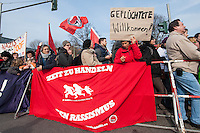 Protest gegen eine Kundgebung von 18 NPDlern vor einer Fluechtlingsunterkunft in Berlin Neukoelln.<br />Ca. 250 bis 300 Mensch protestierten am Samstag den 1. Maerz 2014 lautstark gegen eine Kundgebung der NPD vor einer Fluechtlingsunterkunft.<br />1.3.2014, Berlin<br />Copyright: Christian-Ditsch.de.<br />[Inhaltsveraendernde Manipulation des Fotos nur nach ausdruecklicher Genehmigung des Fotografen. Vereinbarungen ueber Abtretung von Persoenlichkeitsrechten/Model Release der abgebildeten Person/Personen liegen nicht vor. NO MODEL RELEASE! Don't publish without copyright Christian-Ditsch.de, Veroeffentlichung nur mit Fotografennennung, sowie gegen Honorar, MwSt. und Beleg. Konto:, I N G - D i B a, IBAN DE58500105175400192269, BIC INGDDEFFXXX, Kontakt: post@christian-ditsch.de<br />Urhebervermerk wird gemaess Paragraph 13 UHG verlangt.]