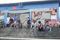 SÃO PAULO,SP, 12.11.2015 - PROTESTO-ESTUDANTES - Estudantes ocupam a Escola Estadual Presidente Salvador Allende Gossens no bairro de Itaquera, na zona leste de São Paulo, em ato contra o fechamento de escolas e o plano de reestruturação do ensino proposto pelo governo Geraldo Alckmin (PSDB) para 2016, na tarde desta quarta-feira, 12. (Foto: Marcos Moraes/Brazil Photo Press)