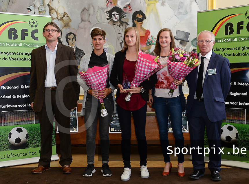 20150529 – OOSTENDE , BELGIUM : Elke Van Gorp (right) , Isabelle Iliano (left) and Julie Biesmans (middle) pictured with Jerry Janssens and Luc Calleeuw (r) during  the 1st edition of the Sparkle  award ceremony , Friday 29 May 2015, in Oostende . The Sparkle  is an award for the best female soccer player during the season 2014-2015 comparable to the Golden Shoe / Gouden Schoen / Soulier D'or for Men . PHOTO DAVID CATRY
