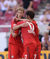 Fussball  1. Bundesliga  Saison 2013/2014  2. Spieltag VfB Stuttgart - Bayer Leverkusen     17.08.2013 JUBEL Bayer nach dem Tor zum 0-1: Stefan Kiessling umarmt Sebastian Boenisch und Heung-Min Son (v.li.)