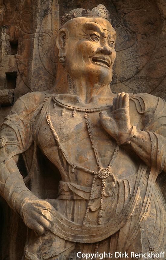 Longmen-Grotten in Luoyang, buddhistischer Feng Xian Si Tempel aus der Tangzeit, himmlischer Wächter, China, Unesco- Weltkulturerbe