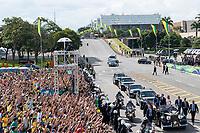 BRASILIA, DF, 01.01.2019 - BOLSONARO-POSSE-    O presidente da República, Jair Bolsonaro e a primeira-dama, Michelle, no Rolls Royce presidencial, nesta terça-feira, 01.(Foto:Ed Ferreira / Brazil Photo Press)