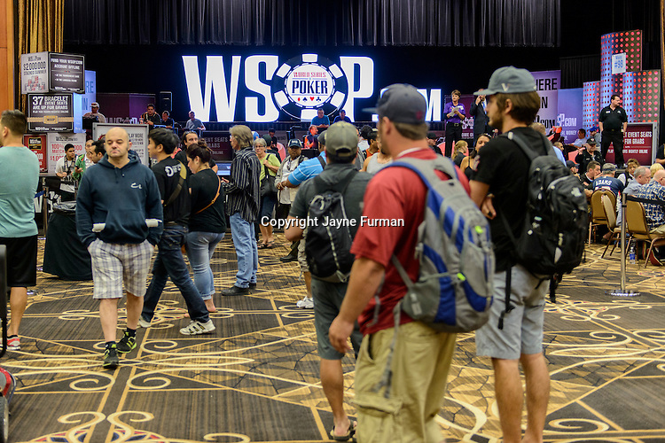 Players make their way to their seats in the Pavilion Room for Event #51: $1,500 No-Limit Hold'em Monster Stack