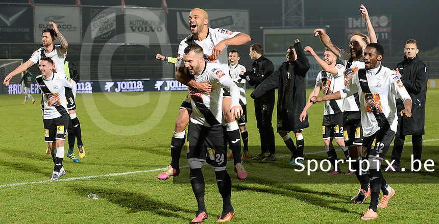 20161217 - ROESELARE , BELGIUM : Roeselare's players pictured celebrating their win with Mathieu Cornet (24) and Francois Kompany (back) after the Proximus League match of D1B between Roeselare and Cercle Brugge, in Roeselare, on Saturday 17 December 2016, on the day 20 of the Belgian soccer championship, division 1B. . SPORTPIX.BE | DAVID CATRY