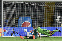 BOGOTA - COLOMBIA, 29-11-2017: Cristian Bonilla arquero de Equidad no puede evitar el gol de David Macalister Silva (fuera de cuadro) de Millonarios durante el encuentro entre Millonarios y La Equidad por los cuartos de final vuelta de la Liga Aguila II 2017 jugado en el estadio Nemesio Camacho El Campin de la ciudad de Bogota. / Cristian Bonilla goalkeeper of Equidad can't avoid a goal from David Macalister Silva (out the frame) during second leg match between Millonarios and La Equidad for the quarterfinals of the Liga Aguila II 2017 played at the Nemesio Camacho El Campin Stadium in Bogota city. Photo: VizzorImage / Gabriel Aponte / Staff.