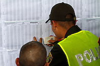 MANIZALES -COLOMBIA. 25-05-2014. Colombianos ejercen su derecho al voto en Manizales, Caldas, durante la jornada de elecciones Presidenciales en en Colombia que se realizan hoy 25 de mayo de 2014 en todo el país./ Colombian people exerts their right to vote in Manizales, Caldas,  during the day of Presidential elections in Colombia that made today May 25, 2014 across the country. Photo: VizzorImage / Santiago Osorio /Str