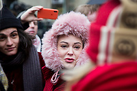 NEW YORK, NEW YORK - JANUARY 6: Actress Rose McGowan, who accused Weinstein of raping her and after destroying her career, joins other accusers and protesters when Harvey Weinstein arrives at the Manhattan courthouse. On January 6, 2020 in New York City. Weinstein pleaded not guilty to five counts of rape and faces a possible life sentence in prison. (Photo by Pablo Monsalve / VIEWpress)