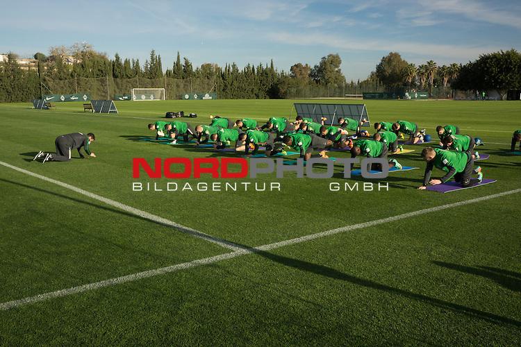 Trainingsgel&auml;nde, Jerez, ESP, 1.FBL, Trainingslager Werder Bremen 2014,  08.01.2014, <br /> Aufwaermttraining <br /> <br /> <br /> <br /> <br /> <br /> Foto &copy; nordphoto/ Kokenge